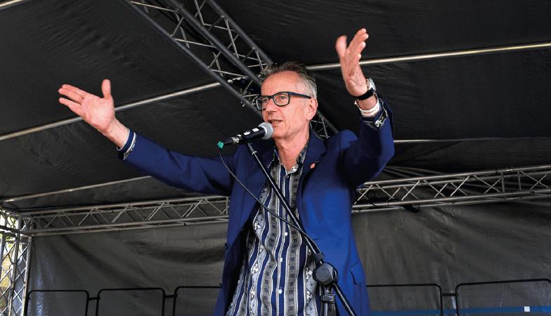 John Hegley performing at Stokebourne